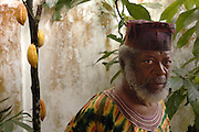 Trinidad and Tobago Painter Leroy Clarke.Trinidad und Tobago Leroy Clarke Maler Kuenstler in Landhaus Portrait Kunst Kultur Malerei Bevoelkerung Karibik 08.12.2005; QF Trinidad und Tobago Karibik Kunst Malerei der Maler Leroy Clarke in seinem Landhaus in Trinidad s noerdlichem Gebirgzug.Leroy Clarke gilt als einer der besten zeitgenoessischen Kuenstler in Trinidad und Tobago. Er ist einer von nur zwei Kuenstlern der Nation denen je der Titel Meister Kuenstler vom National Museum Trinidad und Tobago s verliehen wurden. Die Orisha Gemeindeverlieh ihm den Titel Chief Ifa Oje Won Yomi Abiodun English Trinidad and Tobago Caribbean West Indies art painting painter the artist Leroy Clarke in his country house in the mountains of TrinidadÉs Northern Range. Leroy Clarke is considered to be one of the best contemporary artists of Trinidad and Tobago. He is one of only two artists (next to the Sculptor Dr. Raph Baney) named Master ArtistÉ by the National Museum and Art Gallery of Trinidad and Tobago. He was also awarded the title Chief Ifa Oje Won Yomi AbiodunÉ by the Orisha Community. (Farbtechnik sRGB 34.94 MByte vorhanden) Geography / Travel Südamerika Karibik Trinidad Tobago
