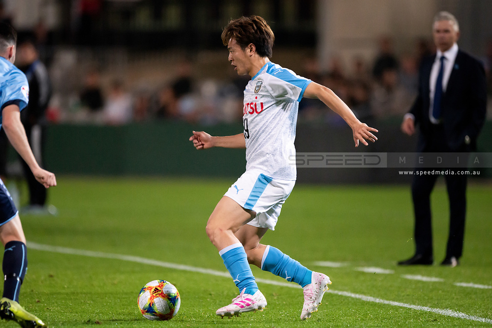 SYDNEY, AUSTRALIA - MAY 21: Kawasaki Frontale player Manabu Saito (19) controls the ball at AFC Champions League Soccer between Sydney FC and Kawasaki Frontale on May 21, 2019 at Netstrata Jubilee Stadium, NSW. (Photo by Speed Media/Icon Sportswire)