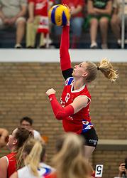 21-04-2019 NED: VC Sneek - Sliedrecht Sport, Sneek<br /> Final Round 2 of 5 Eredivisie volleyball - Sliedrecht Sport win 3-0 / Britt Schreurs #8 of VC Sneek