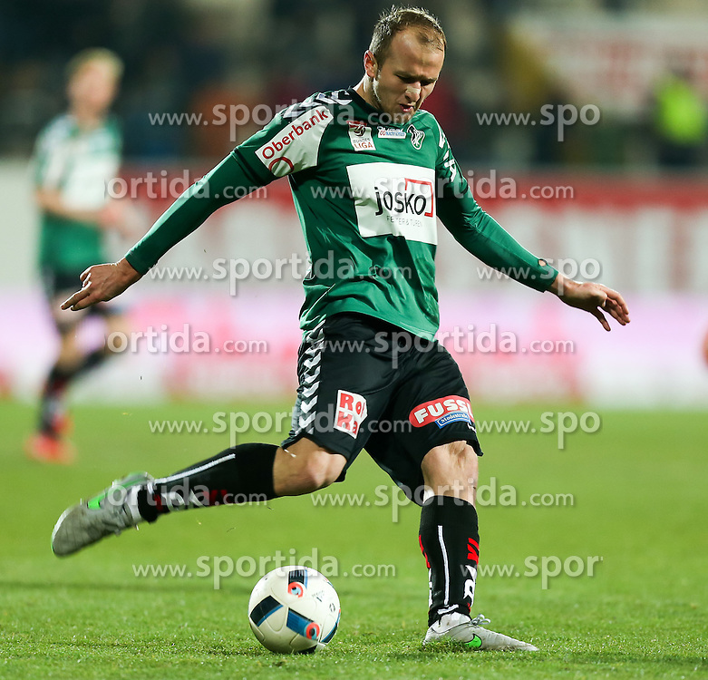 12.03.2016, Keine Sorgen Arena, Ried, AUT, 1. FBL, SV Josko Ried vs SCR Altach, 27. Runde, im Bild Gernot Trauner (SV Josko Ried) // during the Austrian Football Bundesliga 27th Round match between SV Josko Ried and SCR Altach at the Keine Sorgen Arena in Ried, Austria on 2016/03/12. EXPA Pictures © 2016, PhotoCredit: EXPA/ Roland Hackl