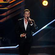 NLD/Hilversum/20131107- The Voice of Holland 1e live uitzending, optreden Nikay Agterhuis
