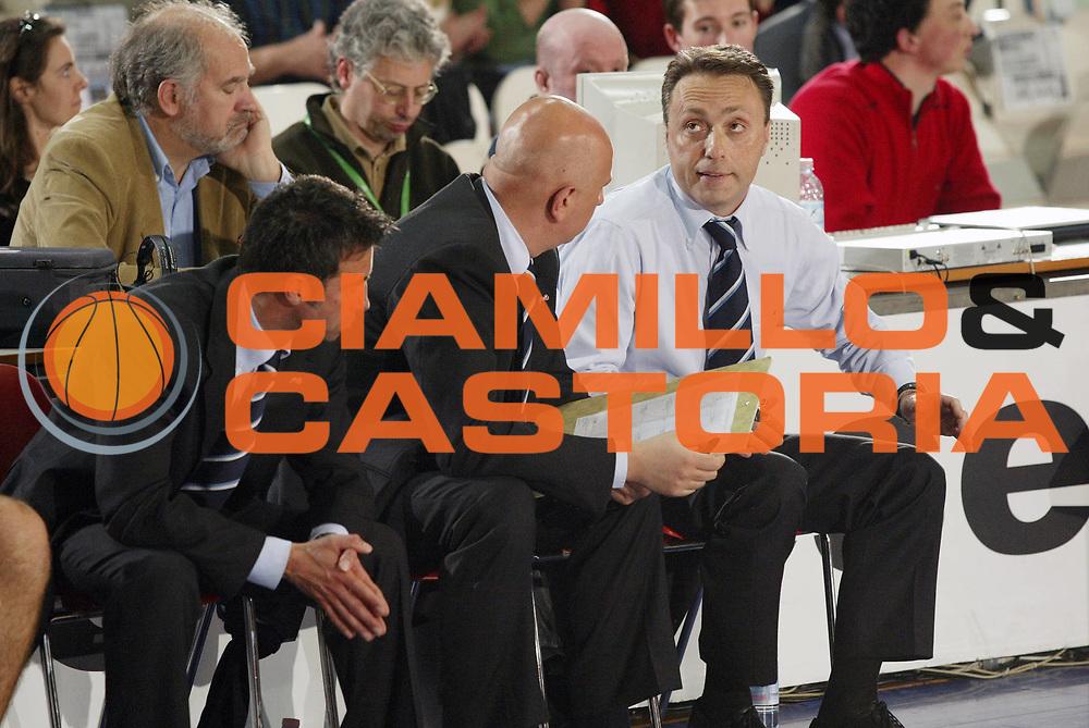 DESCRIZIONE : Varese Lega A1 2005-06 Whirlpool Pallacanestro Varese Carpisa Napoli<br /> GIOCATORE : Bucchi <br /> SQUADRA : Carpisa Napoli<br /> EVENTO : Campionato Lega A1 2005-2006 <br /> GARA : Whirlpool Pallacanestro Varese Carpisa Napoli<br /> DATA : 26/03/2006 <br /> CATEGORIA : Delusione <br /> SPORT : Pallacanestro <br /> AUTORE : Agenzia Ciamillo-Castoria/G.Cottini