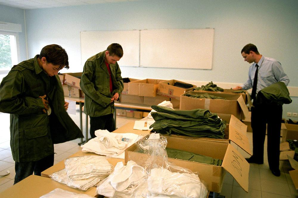 Arriv&eacute;e de nouvelles recrues, distribution d'uniformes. Centre d'insertion de Velet, Bourgogne, novembre 2005.<br /> <br /> Arrival of new recruits, uniforme distribution. Velet insertion center, Bourgogne, November of 2005.