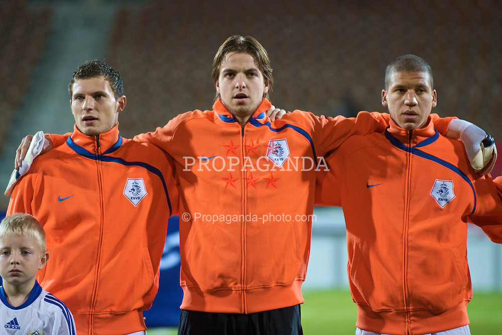 HELSINKI, FINLAND - Friday, October 9, 2009: The Netherlands' captain Erik Pieters (PSV Eindhoven), Tim Krul (Newcastle United FC) and Jeffrey Bruma (Chelsea FC) before the UEFA Under-21 Championship Qualifying Round Group 4 match against Finland at the Finnair Stadium. (Pic by David Rawcliffe/Propaganda)
