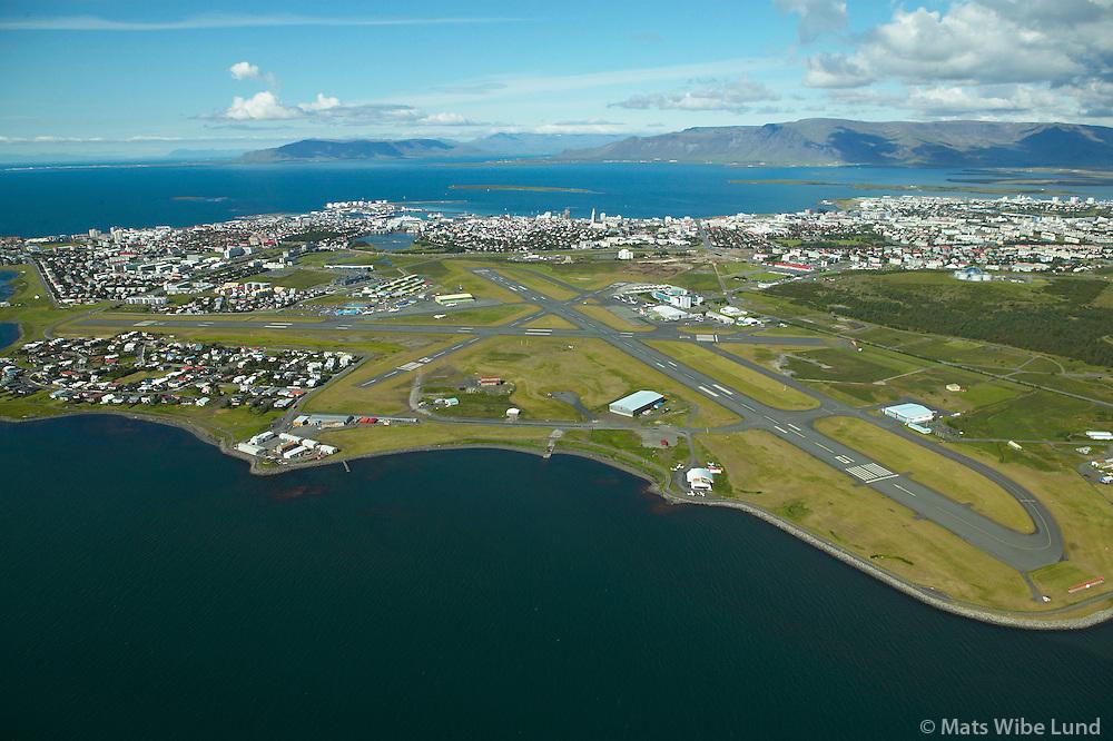 BIRK Reykjav&Igrave;kurflugv&circ;llur s&Egrave; til norurs, Akrafjall, Skarsheii og Esja.  /<br /> BIRK Reykjavik airport viewing north over city center towards the mountains from left:  Akrafjall,  Skardsheidi and Esja.