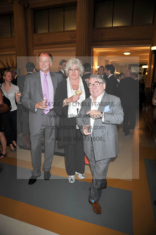 Left to right, SIMON PARKER BOWLES, RONNIE CORBETT and his wife ANNE at the opeing of Green's Restaurant & Oyster Bar, 14 Cornhill, London EC3 on 1st September 2009.