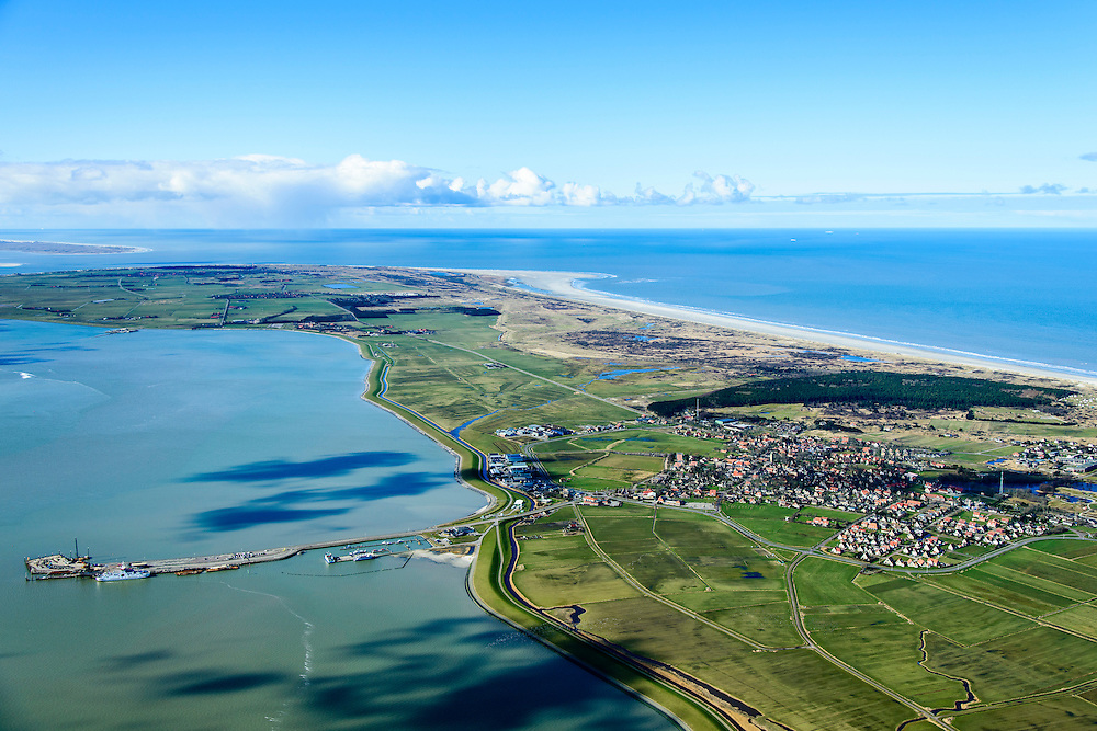 Nederland, Friesland, Ameland, 28-02-2016; overzicht Ameland vanuit het oosten, met in de voorgrond Kooilanden en Pinkewad. Rechts de Kooiduinen met eendenkooi. Verder Buurdergrie (voormalig buitendijks gelegen land) en Polder Nes met de dorpen Buren en Nes.  Terschelling links aan de horizon.<br /> Wadden island Ameland, Wadden sea. <br /> luchtfoto (toeslag op standard tarieven);<br /> aerial photo (additional fee required);<br /> copyright foto/photo Siebe Swart