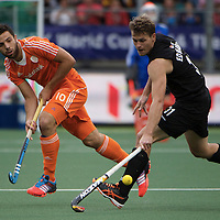 DEN HAAG - Rabobank Hockey World Cup<br /> 30 New Zealand - Netherlands<br /> Foto: Steve Edwards (black) and Valentin Verga (orange).<br /> COPYRIGHT FRANK UIJLENBROEK FFU PRESS AGENCY