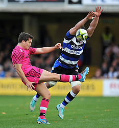 Tristan Roberts of London Welsh puts boot to bal as Guy Mercer looks to charge him down - Photo mandatory by-line: Patrick Khachfe/JMP - Mobile: 07966 386802 01/11/2014 - SPORT - RUGBY UNION - Bath - The Recreation Ground - Bath Rugby v London Welsh - LV= Cup