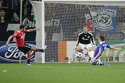 26.04.2011, Veltins Arena, Gelsenkirchen, GER, UEFA CL, Halbfinale Hinspiel, Schalke 04 (GER) vsManchester United (ENG), im Bild: Grosse Chance fuer Ryan Giggs (Manchester #11) (L) gegen Manuel Neuer (Schalke #1) (M) und Alexander Baumjohann (Schalke #11) (R)   // during the UEFA CL, Semi Final first leg, Schalke 04 (GER) vs Manchester United (ENG), at the Veltins Arena, Gelsenkirchen, 26/04/2011 EXPA Pictures © 2011, PhotoCredit: EXPA/ nph/  Mueller *** Local Caption ***       ****** out of GER / SWE / CRO  / BEL ******