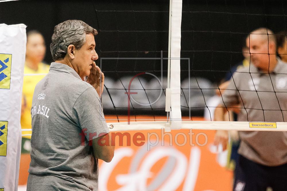 O técnico José Roberto Guimarães durante partida entre as seleções brasileira feminina de vôlei e do Japão, nesta quinta-feira (18/06), no ginásio do Maracanãzinho, zona norte da cidade. Este é o último da série de quatro amistosos entre as duas equipes. Foto: Rudy Trindade/Frame