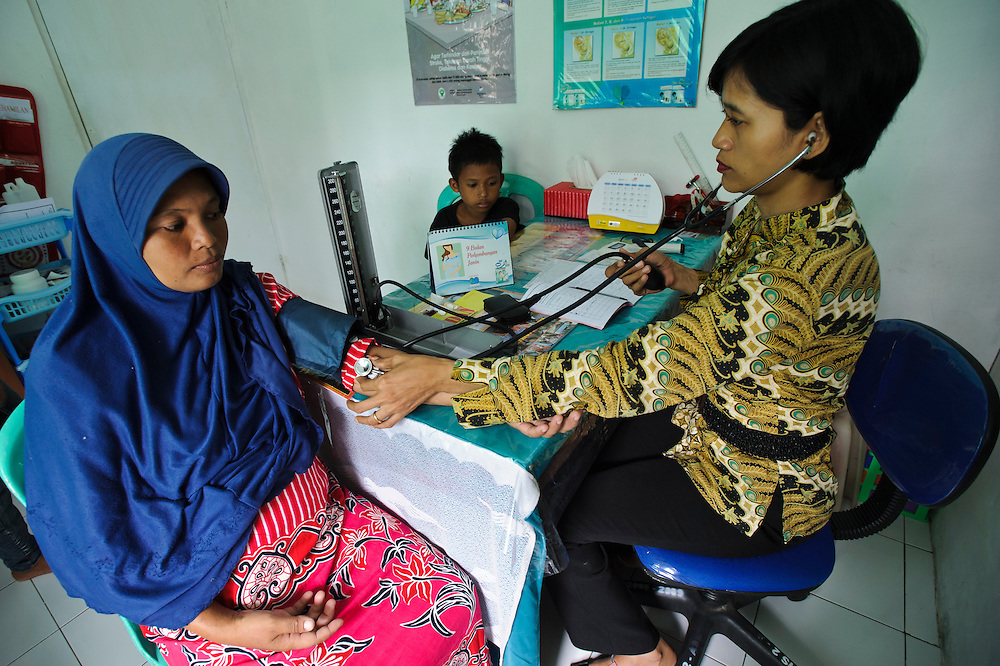Pregnant woman being examined at an antenatal clinic, Makassar, Sulawesi, Indonesia.