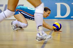 29-10-2011 VOLLEYBAL: NEDERLAND - BELGIE: ALMERE<br /> De eerste oefenwedstrijd als voorbereiding op het pre OKT wordt met 3-0 gewonnen van Belgie / Libero Janneke van Tienen<br /> ©2011-WWW.FOTOHOOGENDOORN.NL