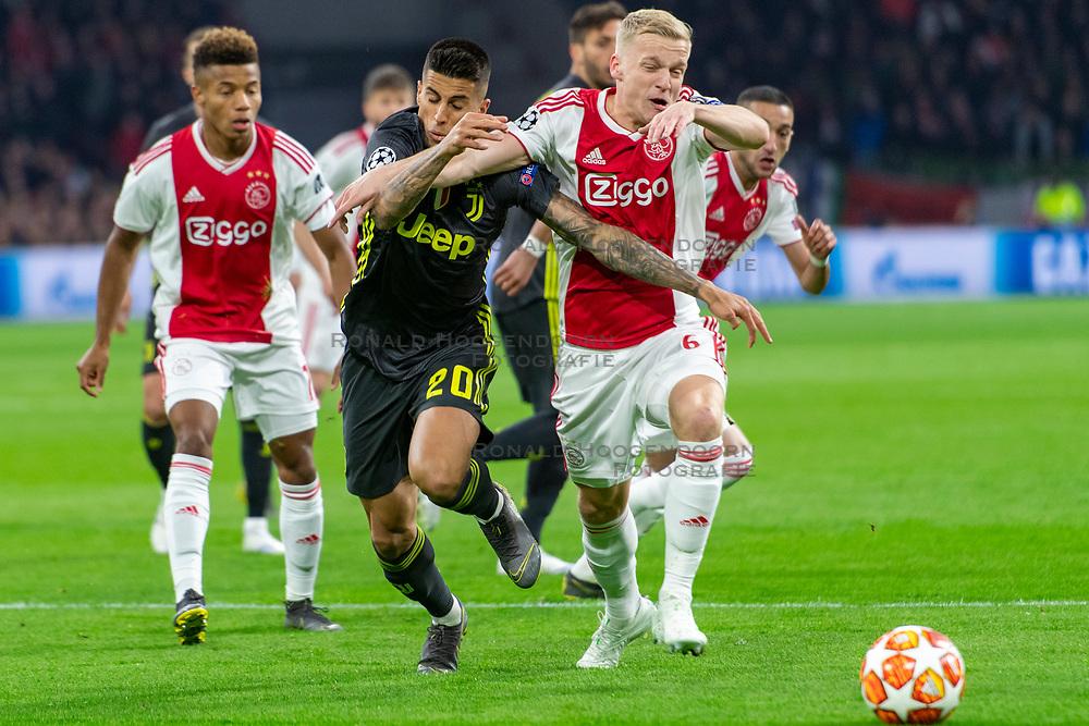 10-04-2019 NED: Champions League AFC Ajax - Juventus,  Amsterdam<br /> Round of 8, 1st leg / Ajax plays the first match 1-1 against Juventus during the UEFA Champions League first leg quarter-final football match / Donny van de Beek #6 of Ajax, Joao Cancelo #20 of Juventus