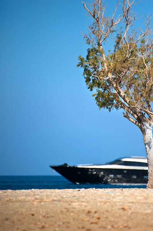 Luxury motor yacht George P on a trip from Flisvos Marina (Trocantero) to Ornos in Mykonos