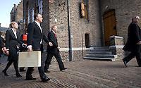 Nederland. Den Haag, 18 september 2007.<br /> Prinsjesdag. Minister Bos voor de eerste maal met het koffertje op weg naar de tweede kamer.<br /> Foto Martijn Beekman <br /> NIET VOOR TROUW, AD, TELEGRAAF, NRC EN HET PAROOL