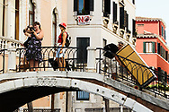 Veneziani e turisti. Rio di San Provaso, Dorsoduro.