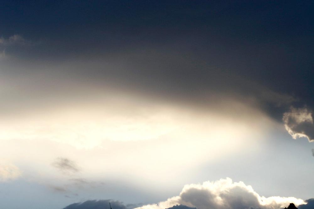 Belo Horizonte_MG, Brasil...Detalhe do ceu com nuvens em Belo Horizonte...Detail of a sky with clouds in Belo Horizonte...Foto: LEO DRUMOND /  NITRO.