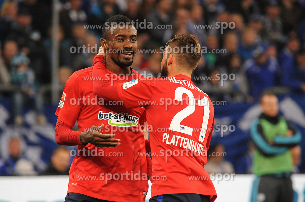 17.10.2015, Veltins Arena, Gelsenkirchen, GER, 1. FBL, Schalke 04 vs Hertha BSC, 9. Runde, im Bild V.l.n.r. Torschuetze Salomon Kalou und Marvin Plattenhardt (beide Hertha BSC Berlin) jubeln ueber seinen Treffer zum 1 : 1 // during the German Bundesliga 9th round match between Schalke 04 and Hertha BSC at the Veltins Arena in Gelsenkirchen, Germany on 2015/10/17. EXPA Pictures &copy; 2015, PhotoCredit: EXPA/ Eibner-Pressefoto/ Thienel<br /> <br /> *****ATTENTION - OUT of GER*****