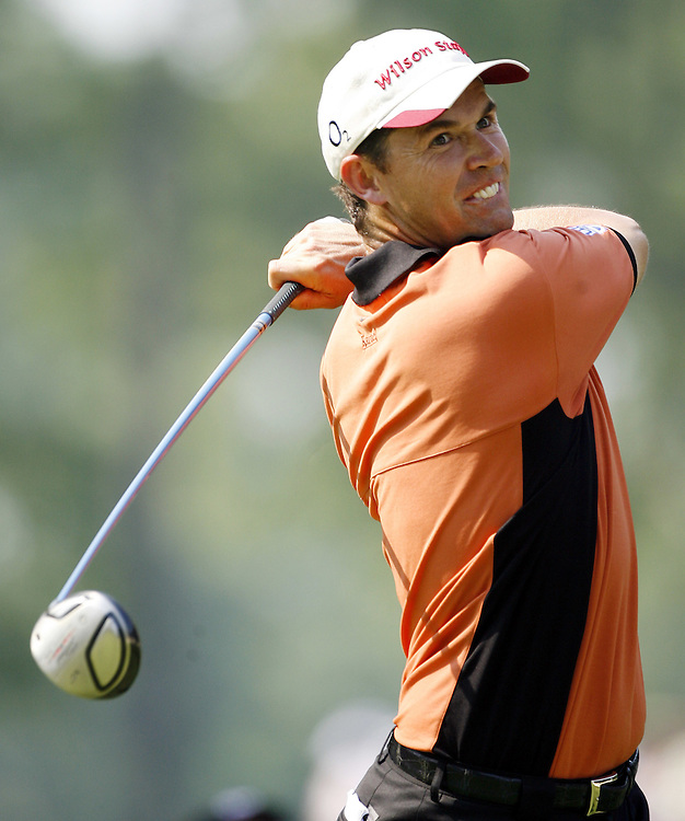 Padraig Harrington of Ireland hits his tee shot on the eighth hole during the final day of the US Open Golf Championship at Winged Foot Golf Club in Mamaroneck, New York Sunday, 18 June 2006. .