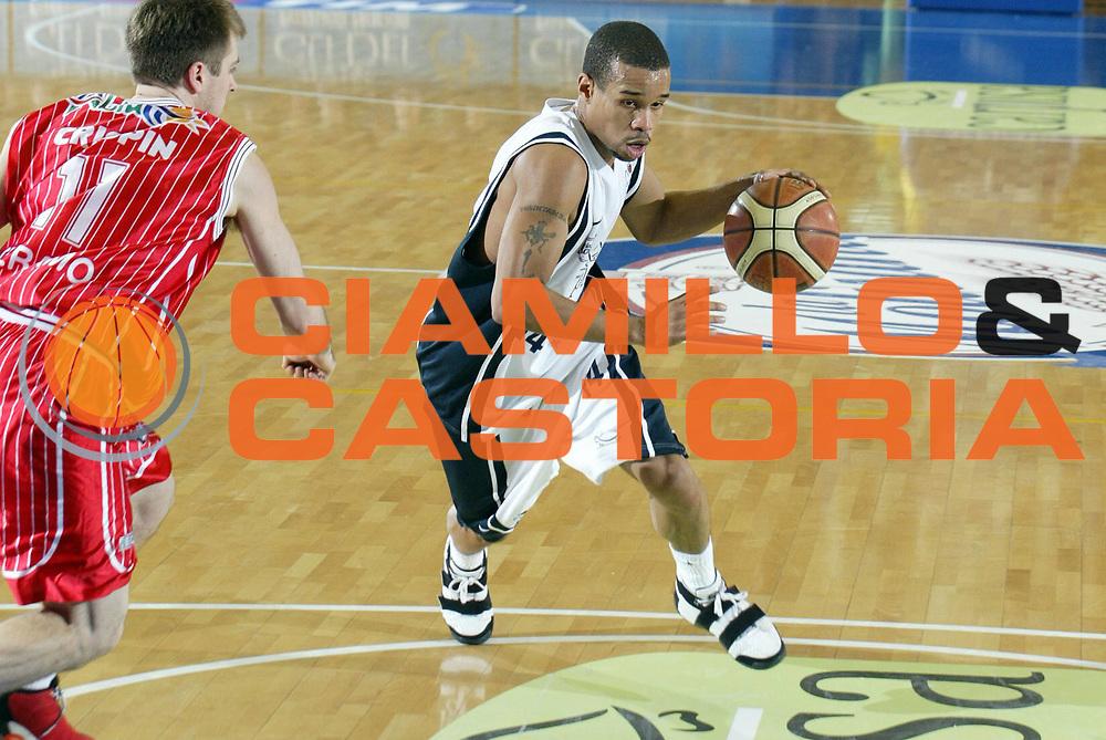 DESCRIZIONE : Napoli Lega A1 2005-06 Carpisa Napoli Basket-Navigo.it Teramo<br /> GIOCATORE : Greer<br /> SQUADRA : Carpisa Napoli Basket<br /> EVENTO : Campionato Lega A1 2005-2006<br /> GARA : Carpisa Napoli Basket Navigo.it Teramo<br /> DATA : 29/01/2006 <br /> CATEGORIA : Palleggio entrata<br /> SPORT : Pallacanestro <br /> AUTORE : Agenzia Ciamillo-Castoria/E.Castoria<br /> Galleria : Lega Basket A1 2005-2006<br /> Fotonotizia : Napoli Lega A1 2005-06 Carpisa Napoli Basket Navigo.it Teramo<br /> Predefinita :