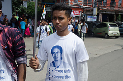 August 28, 2017 - Kolkata, West Bengal, India - A student wearing a TMC chief picture printed T-shirt to celebrate the foundation day of  Trinamool Chhatra Parishad on 28th August under the statue of Mahatma Gandhi in Kolkata, West Bengal, India. (Credit Image: © Avijit Ghosh/Pacific Press via ZUMA Wire)
