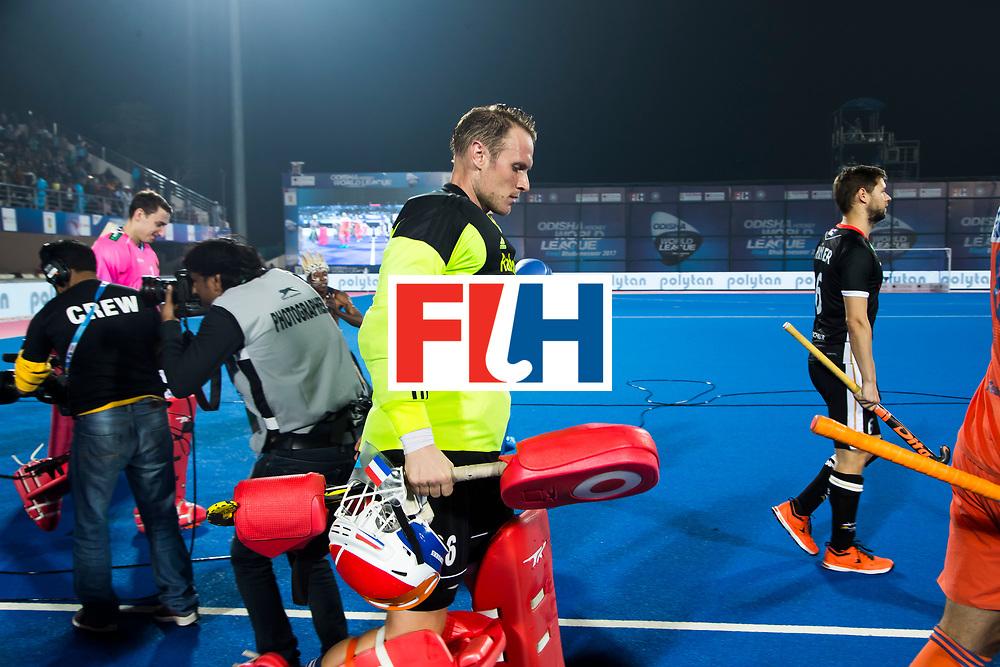 BHUBANESWAR -  Oranje met keeper Pirmin Blaak (Ned)  betreedt het veld voor de Hockey World League Finals , de kwartfinale wedstrijd Duitsland-Nederland (3-3).Duitsland wint na shoot-outs.    COPYRIGHT KOEN SUYK