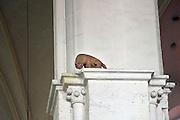 Nederland, Nijmegen, 5-2-2013In de St. Stevenskerk kijkt een stenen kat vanaf een pilaar naar beneden. De kat staat symbool voor de architect die de kerk na de oorlog restaureerde. Foto: Flip Franssen