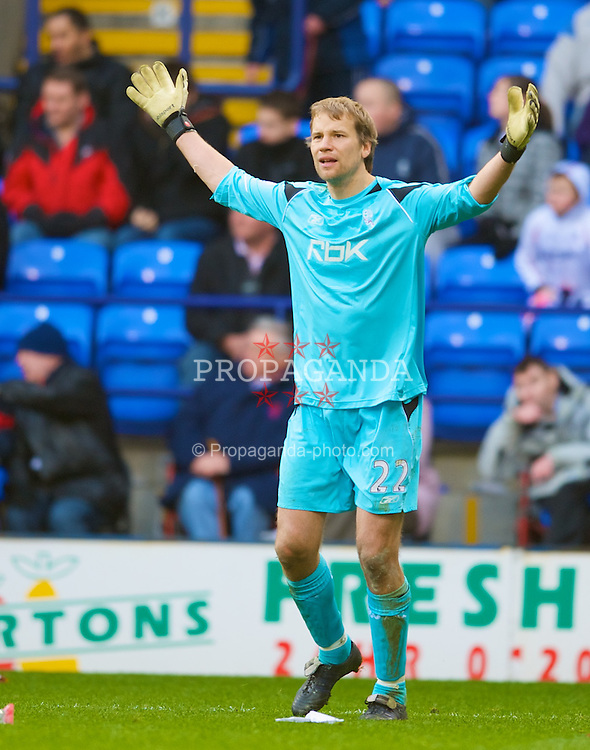 BOLTON, ENGLAND - Sunday, March 2, 2008: Bolton Wanderers' goalkeeper Jussi Jaaskelainen during the Premiership match against Liverpool at the Reebok Stadium. (Photo by David Rawcliffe/Propaganda)