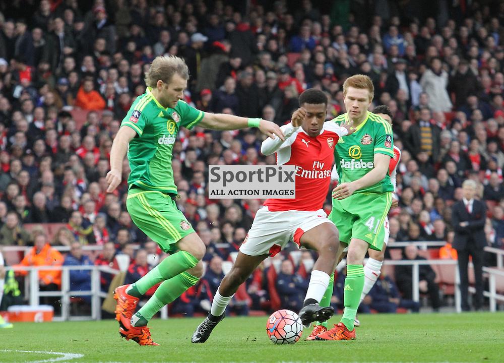 Arsenals Alex Iwobi takes on the Sunderland defence