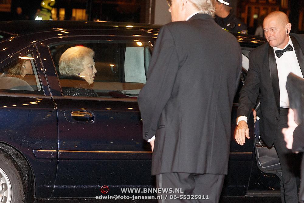 NLD/Amsterdam20151106 - Nationaal Opera Gala 2015, aankomst prinses Beatrix