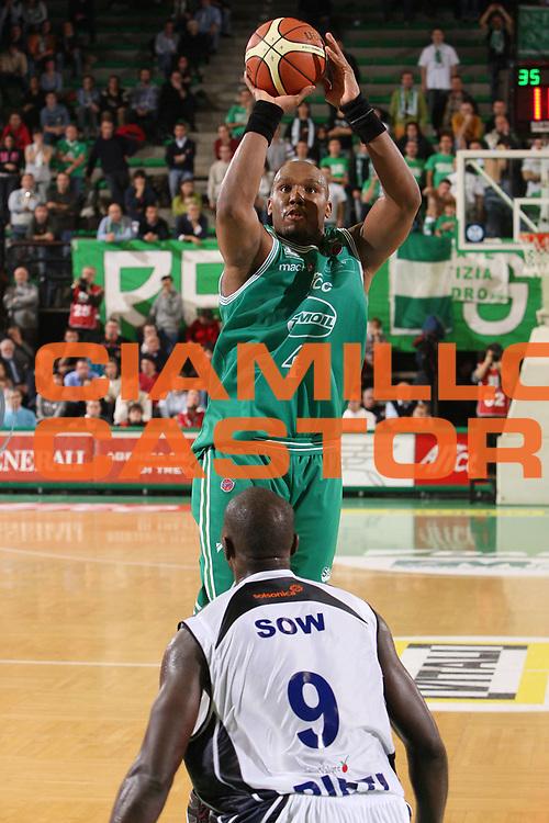DESCRIZIONE : Treviso Lega A1 2007-08 Benetton Treviso Solsonica Rieti <br /> GIOCATORE : Mario Austin <br /> SQUADRA : Benetton Treviso <br /> EVENTO : Campionato Lega A1 2007-2008 <br /> GARA : Benetton Treviso Solsonica Rieti <br /> DATA : 24/10/2007 <br /> CATEGORIA : Tiro <br /> SPORT : Pallacanestro <br /> AUTORE : Agenzia Ciamillo-Castoria/S.Silvestri