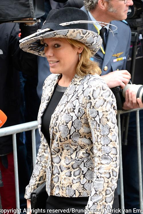 Prinsjesdag 2013 - Aankomst Parlementari&euml;rs bij de Ridderzaal op het Binnenhof.<br /> <br /> Op de foto: Tweede Kamerlid Lea Bouwmeester (PvdA)