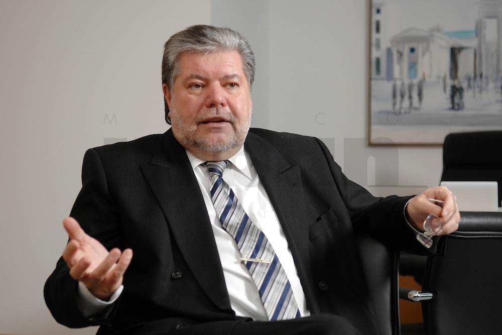 08 JAN 2007, BERLIN/GERMANY:<br /> Kurt Beck, SPD Parteivorsitzender und Ministerpraesident Rheinland-Pfalz, waehrend einem Interview, in seinem Buero, Willy-Brandt-Haus<br /> Kurt Beck, Party Leader of the Social Democratic Party, during an interview, in his office, Willy-Brandt-Haus<br /> IMAGE: 20070108-01-035<br /> KEYWORDS: Ministerpräsident