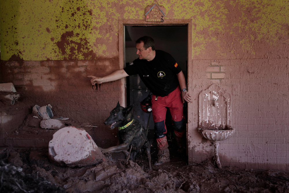 A rescue worker and a dog of the K-9 de Creixell O.N.G, from Spain, search for landslide victims in Nova Friburgo, Brazil, Thursday, Jan. 20, 2011.<br /> <br /> A series of flash floods and mudslides struck several cities in Rio de Janeiro State, destroying houses, roads and more. More than 900 people are reported to have been killed and over 300 remain missing in this, Brazil&rsquo;s worst-ever natural disaster.
