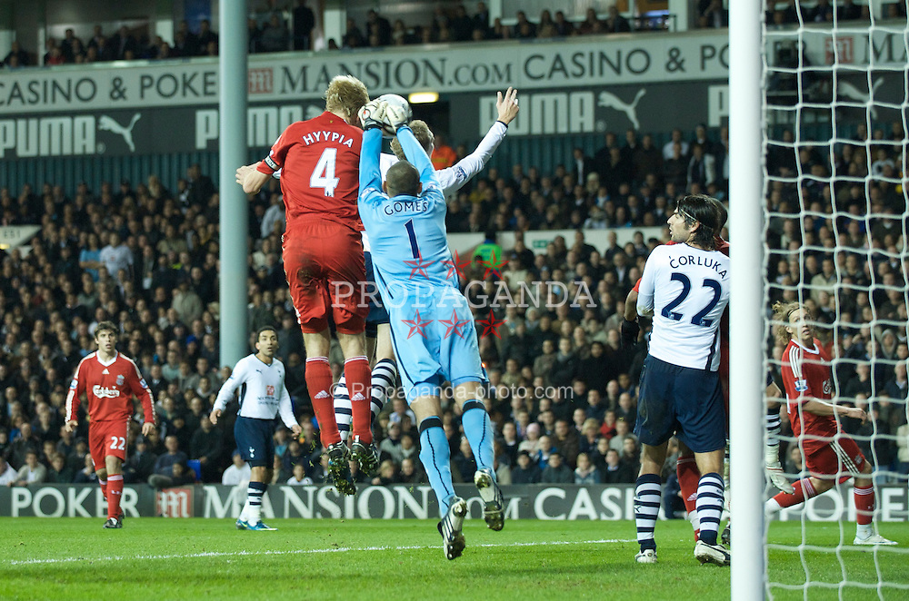 LONDON, ENGLAND - Wednesday, November 12, 2008: Liverpool's Sami Hyypia scores the second goal against Tottenham Hotspur's goalkeeper Heurelho Gomes during the League Cup 4th Round match at White Hart Lane. (Photo by David Rawcliffe/Propaganda)