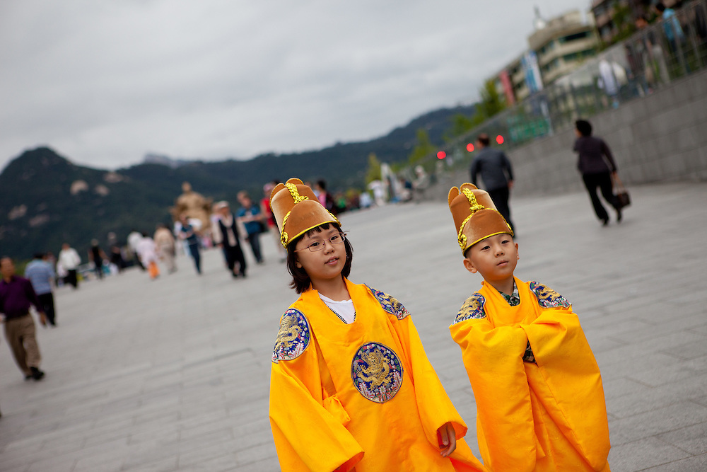 Seoul/South Korea, Republic Korea, KOR, 22.09.2010: Children in traditional Korean clothes getting ready to be photographed during the Chuseok national holiday at Gwanghwamun Square in the city center of the Korean capital Seoul.