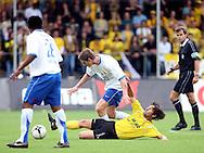 27-05-2007: Voetbal: VVV Venlo - RKC Waalwijk: Venlo<br /> RKC Waalwijk is gedegradeerd naar de Jupiler League.<br /> Door VVV werd er gevochten voor elke bal zoals hier Dirk Jan Derksen met een sliding op Jan Vertonghen<br /> foto : Geert van Erven