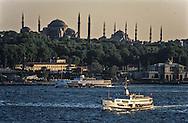 Turkey. Istanbul. golden corn on the Bosphore  Topkapi palace and mosques, /  Le palais de Topkapi, la mosquee sainte sophie et Sultan Ahmed sur la corne d'or, et le Bosphore , Istamboul,
