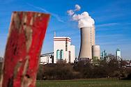 Europa, Deutschland, Nordrhein-Westfalen, Ruhrgebiet, Luenen, das Trianel Steinkohlekraftwerk im Stummhafen, das Energieversorgungsunternehmen Trianel Energie investierte zusammen mit 30 Stadtwerken rund 1,4 Milliarden Euro. Das Kraftwerk besitzt eine Nennleistung von 750 MW und wurde im Dezember 2013 offiziell in Betrieb genommen. - <br /> <br /> Europe, Germany, North Rhine-Westphalia, Ruhr Area, Luenen, the Trianel anthracite-fired power plant at the harbor Stummhafen, together with 30 municipal utilities the power company Trianel energy invested  around 1.4 billion Euros. The power plant has a rated capacity of 750 MW and was officially opened in December 2013.