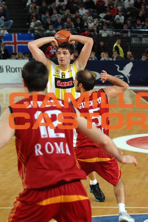 DESCRIZIONE : Roma Eurolega 2007-08 Lottomatica Virtus Roma  Fenerbahce Ulker Istanbul <br /> GIOCATORE : Mirsad Turkcan<br /> SQUADRA : Fenerbahce Ulker<br /> EVENTO : Eurolega 2007-2008 <br /> GARA : Lottomatica Virtus Roma Fenerbahce Ulker <br /> DATA : 03/01/2008<br /> CATEGORIA : Passaggio<br /> SPORT : Pallacanestro <br /> AUTORE : Agenzia Ciamillo-Castoria/E.Grillotti