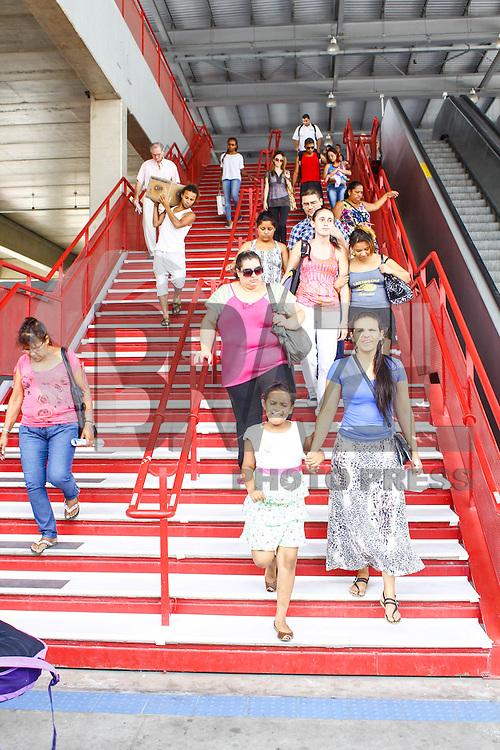 SÃO PAULO,SP 08 DE JANEIRO DE 2013  Vista dos degraus de uma escada na estação Osasco da CPTM (Companhia Paulista de Trens Metropolitanos) que reproduzem algumas teclas de um piano, em Osasco (SP), na manhã desta terça-feira (08). Cada degrau responde à pisada com um som. A escada será aberta ao público hoje e ficará até 24 de fevereiro. A instalação realizada pelo SESC Osasco funciona de segunda a sexta, das 9h às 22h. FOTO: ISABELLE ANDRADE - BRAZIL PHOTO PRESS