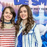 NLD/Amsterdam/20170318 - première De Smurfen en het Verloren Dorp, Sarah en Julia Nauta