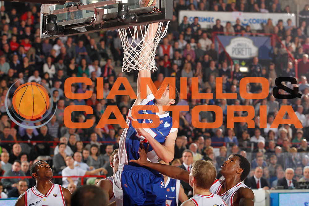 DESCRIZIONE : Varese Campionato Lega A 2011-12 Cimberio Varese Bennet Cantu<br /> GIOCATORE : Giorgi Shermadini<br /> CATEGORIA : Schiacciata Super<br /> SQUADRA : Bennet Cantu<br /> EVENTO : Campionato Lega A 2011-2012<br /> GARA : Cimberio Varese Bennet Cantu<br /> DATA : 30/12/2011<br /> SPORT : Pallacanestro<br /> AUTORE : Agenzia Ciamillo-Castoria/G.Cottini<br /> Galleria : Lega Basket A 2011-2012<br /> Fotonotizia : Varese Campionato Lega A 2011-12 Cimberio Varese Bennet Cantu<br /> Predefinita :