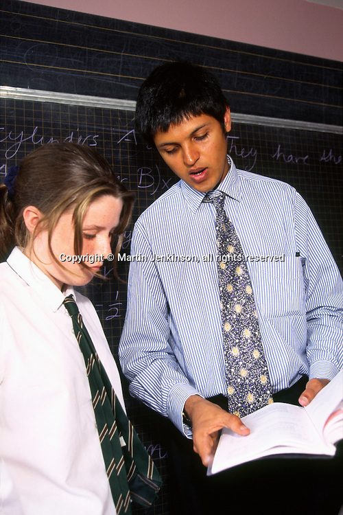 New Teacher in his first year talking to a pupil in a Secondary School...© Martin Jenkinson tel 0114 258 6808  mobile 07831 189363 email martin@pressphotos.co.uk  NUJ recommended terms & conditions apply. Copyright Designs & Patents Act 1988. Moral rights asserted credit required. No part of this photo to be stored, reproduced, manipulated or transmitted by any means without prior written permission.