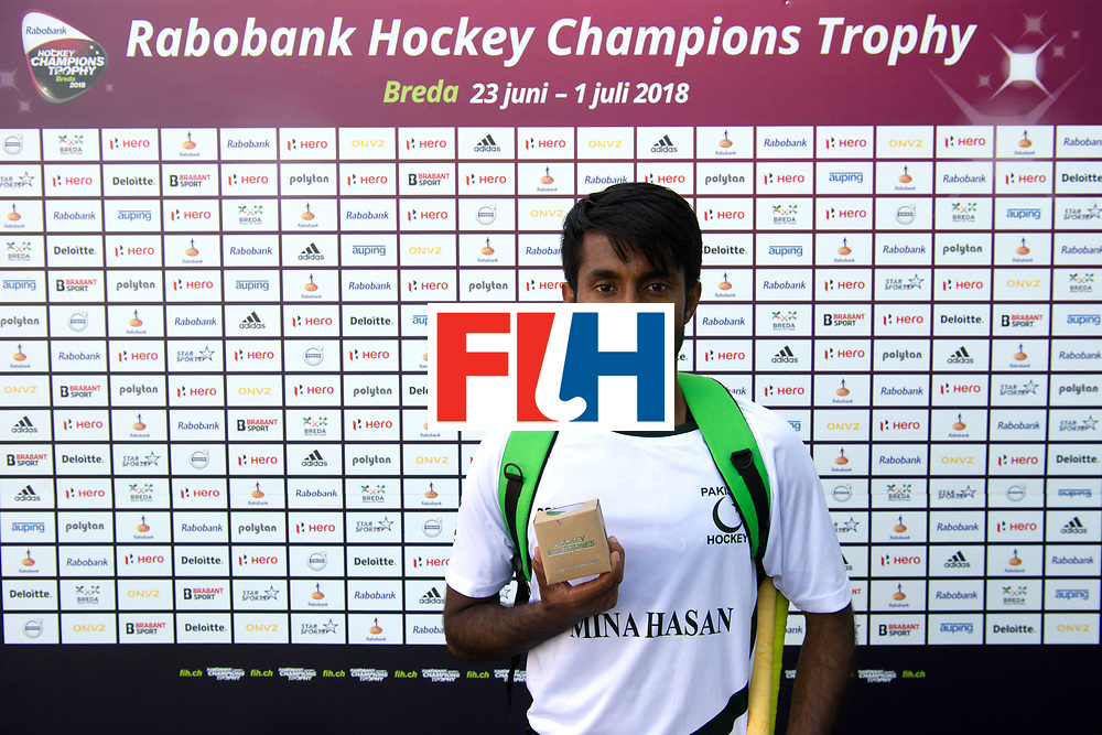 BREDA - Rabobank Hockey Champions Trophy<br /> Belgium - Pakistan<br /> Photo: 150 caps Toseeq Arshad<br /> COPYRIGHT WORLDSPORTPICS FRANK UIJLENBROEK