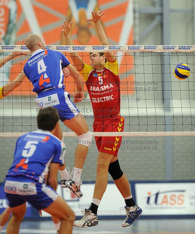 12-02-2011 VOLLEYBAL: AB GRONINGEN/LYCURGUS - DRAISMA DYNAMO: GRONINGEN<br /> In een bomvol Alfa-college Sportcentrum werd Dynamo met 3-2 (25-27, 23-25, 25-19, 25-23 en 16-14) verslagen door Lycurgus / Jarik Niebeek en  Ernst Zijlstra #4<br /> ©2011-WWW.FOTOHOOGENDOORN.NL