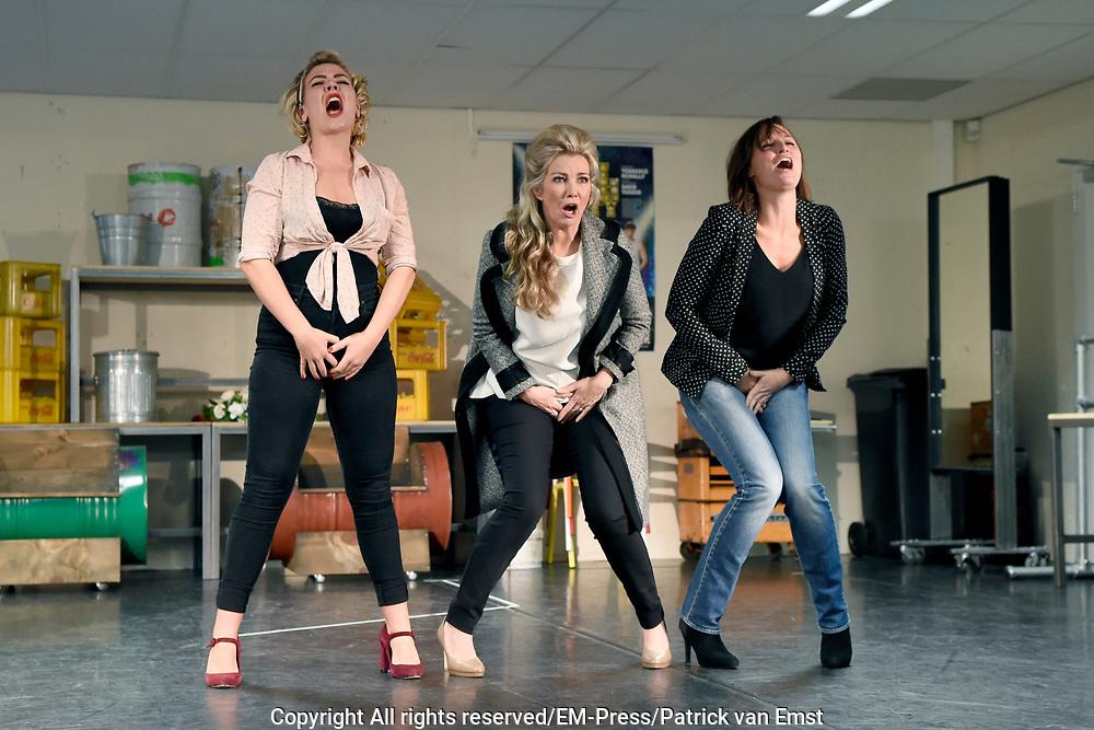 Perspresentatie van de musical The Full Monty<br /> <br /> Op de foto:   Julia Herfst, Brigitte Nijman en Brigitte Heitzer