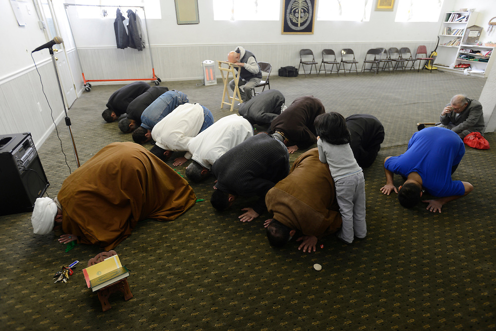 Members of the Muslim community, many of whom are Iraqi refugees, pray at the Karbalaa Islamic Education Center in Dearborn. Michigan is home to the largest Middle Eastern community in the United States, including many Iraqis who came to the US in the 1980s and 90s as a result of the Iran-Iraq War and the aftermath of the 1991 Gulf War. Many of the Iraqi refugees being resettled in the U.S. today are drawn to the Detroit area due to family, cultural and religious ties. Dearborn, MI, USA. 19/04/2013.