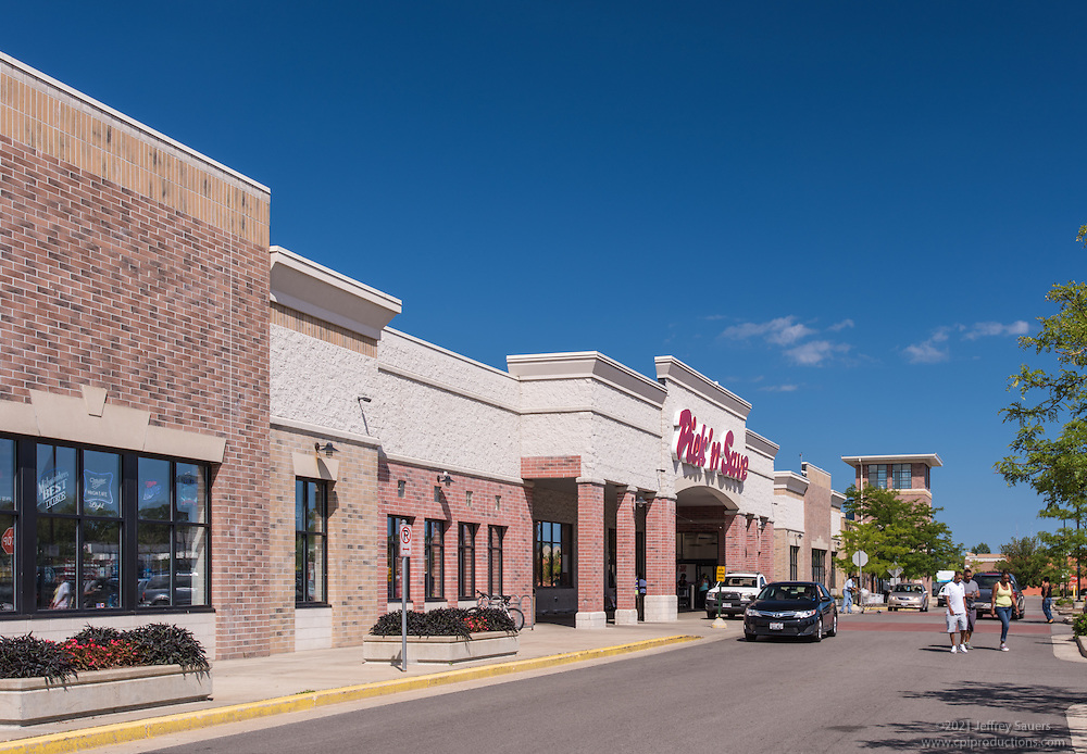 Architectural photo of Milwaukee Retail Center in Wisconsin by Jeffrey Sauers of Commercial Photographics, Architectural Photo Artistry in Washington DC, Virginia to Florida and PA to New England
